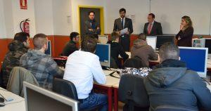 Voluntarios de Hyundai asesoran a los alumnos en el proyecto Skills for the Future