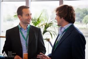 Voluntario asesora a alumno de SUP en la Competición Europea Enterprise Challenge 2013